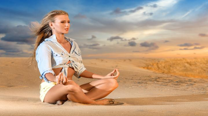Beach Yoga Widescreen 4K Desktop Wallpaper 940