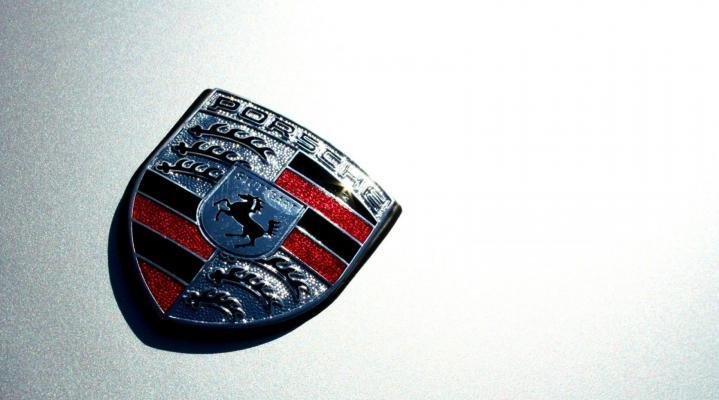 Silver Porsche Logo Widescreen Desktop Wallpaper 935