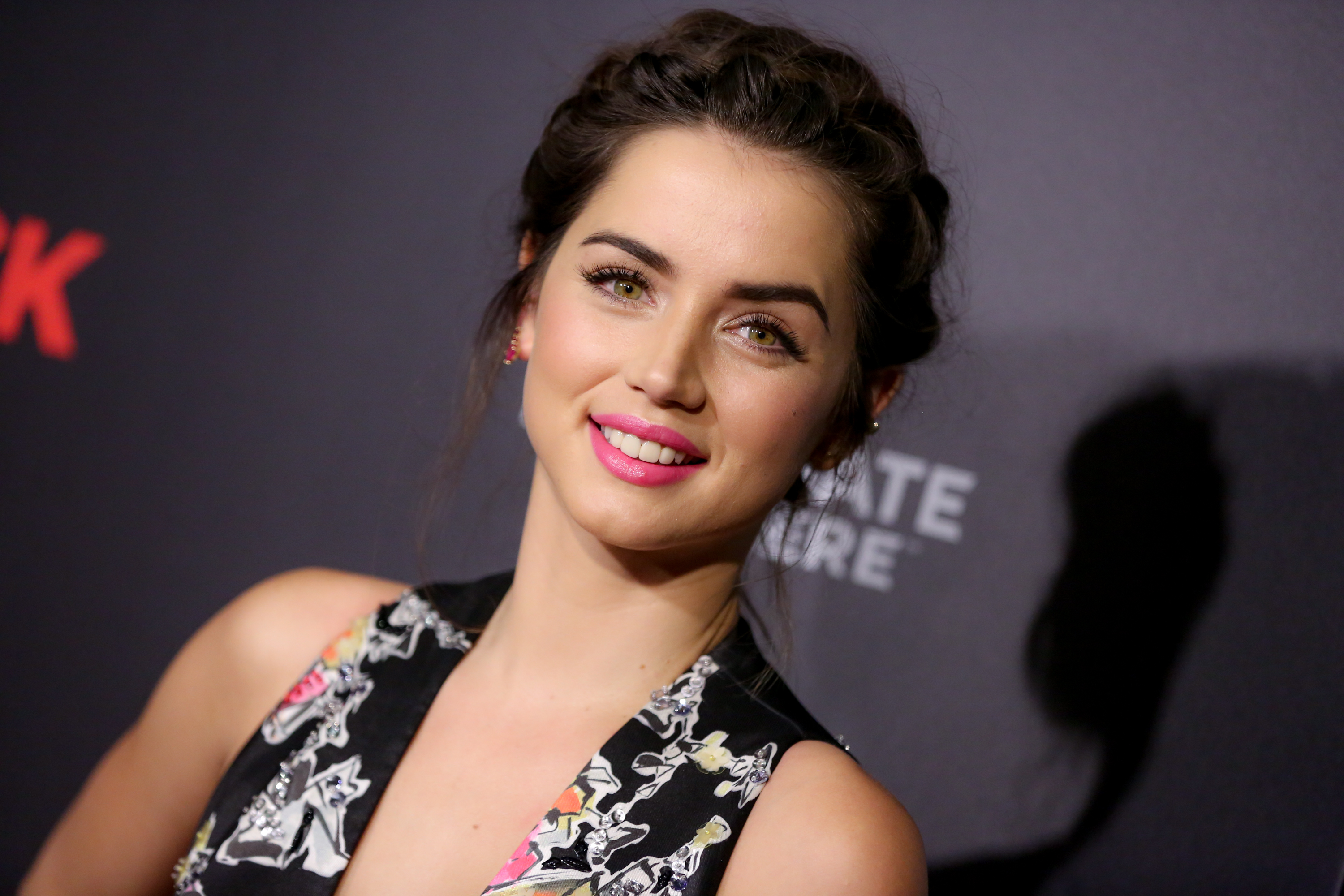 ana de armas 4k widescreen desktop wallpaper 1109
