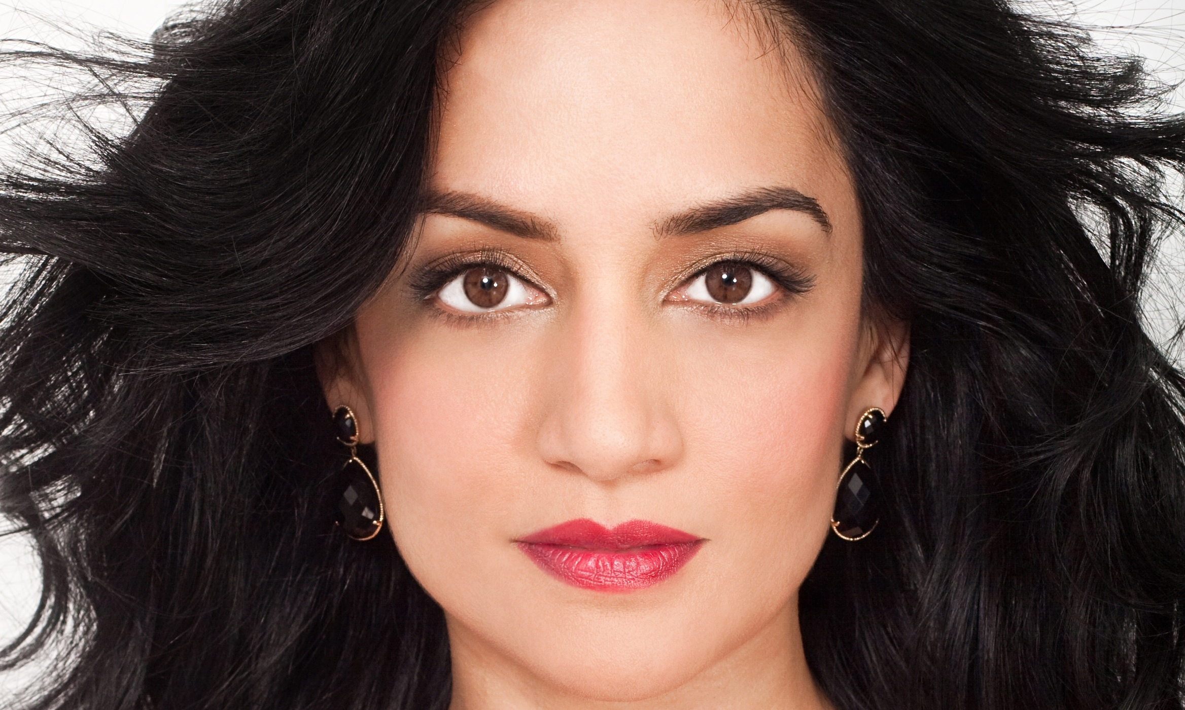 archie panjabi 4k widescreen desktop wallpaper 1128