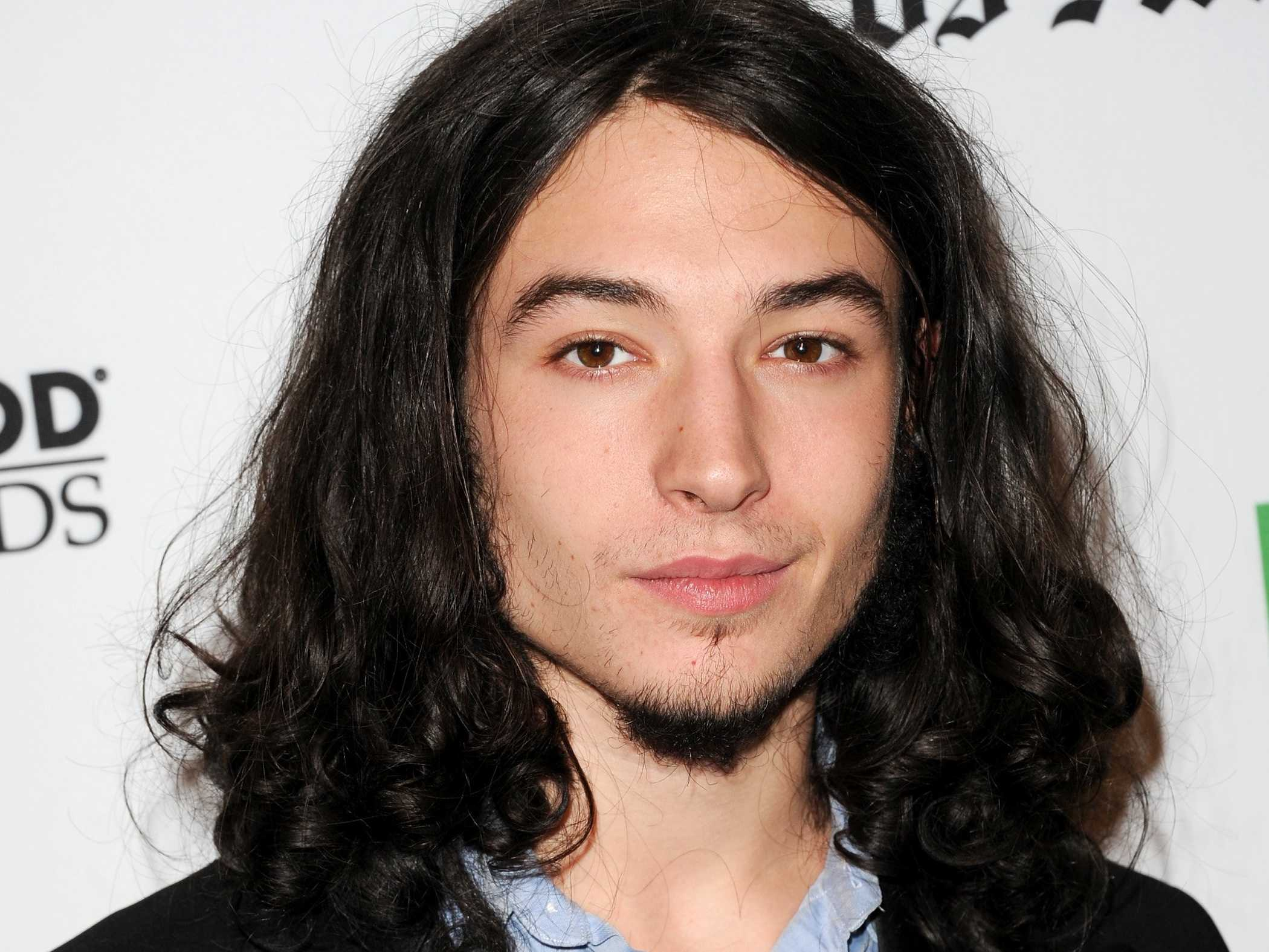 ezra miller 4k widescreen desktop wallpaper 1544