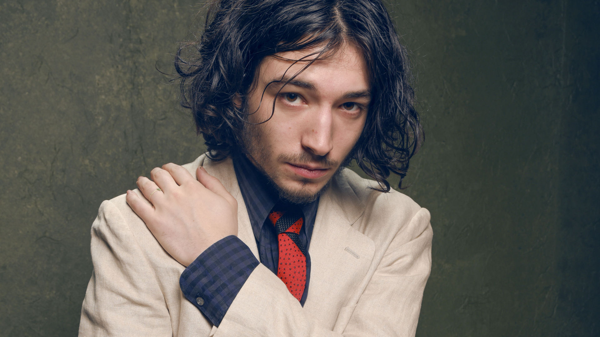 ezra miller suit widescreen desktop wallpaper 1543