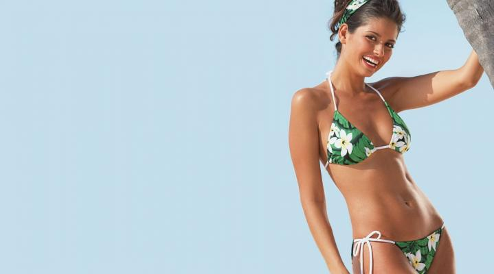 Girls In Bikini Desktop Wallpaper 718