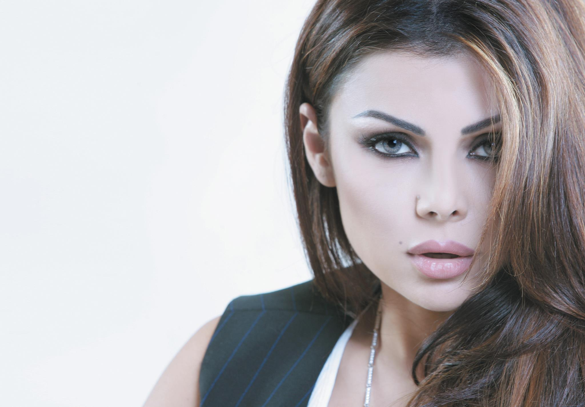 Haifa Wehbe Makeup Hd Wallpaper 638 2048x1428 Px Pickywallpapers