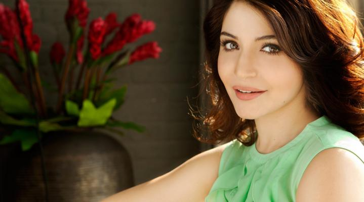 Anushka Sharma Actress Desktop Wallpaper 1652
