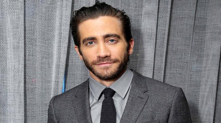 Jake Gyllenhaal in Suit HD Wallpaper 2420