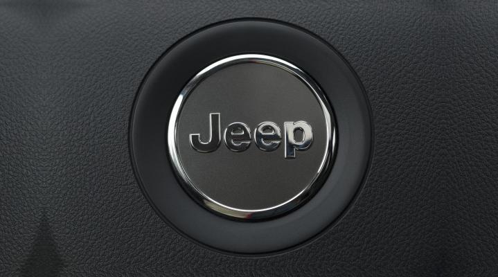 Jeep Steering Wheel Horn 4K Wallpaper 2435