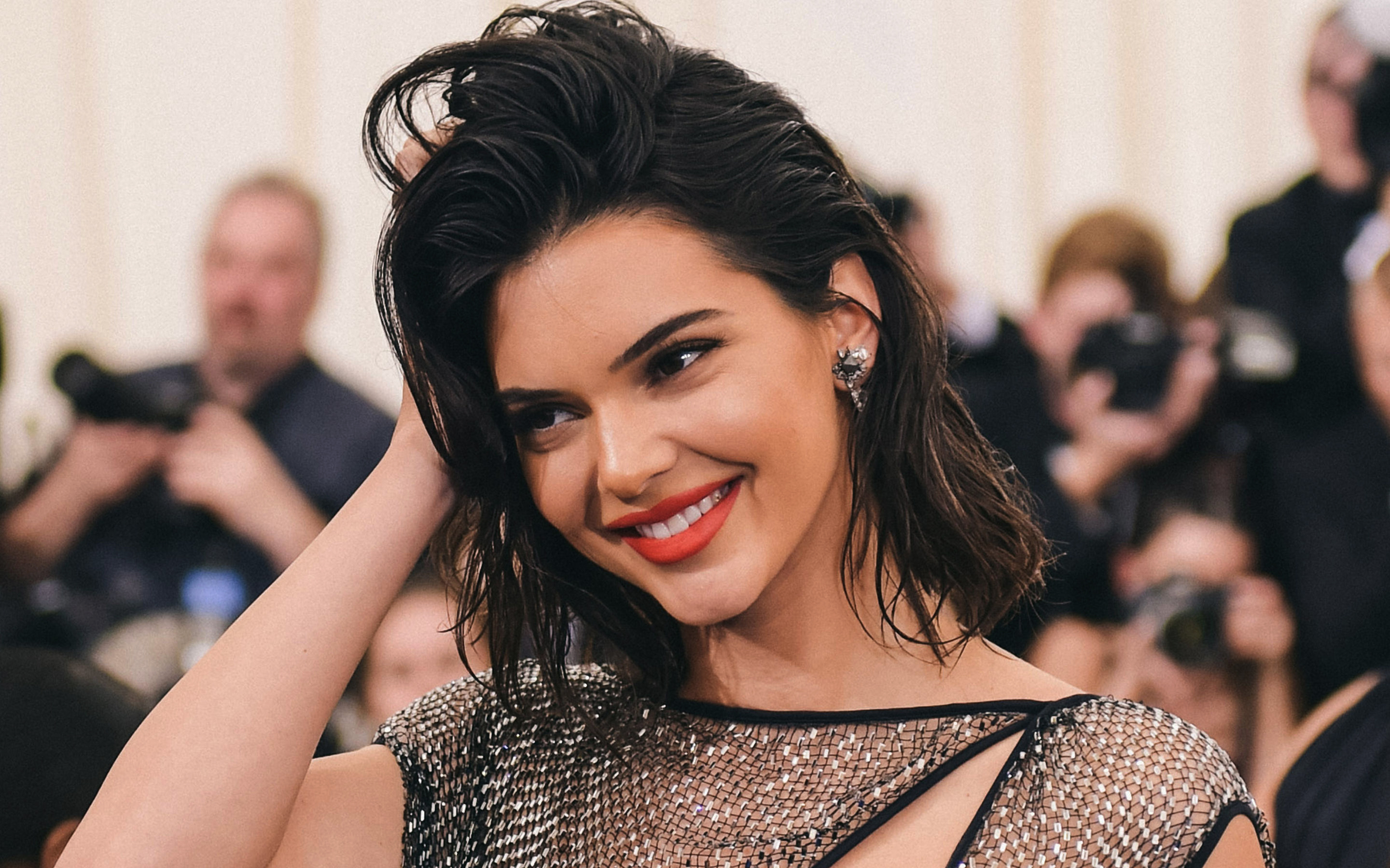 kendall jenner cute smile 4k wallpaper 2562