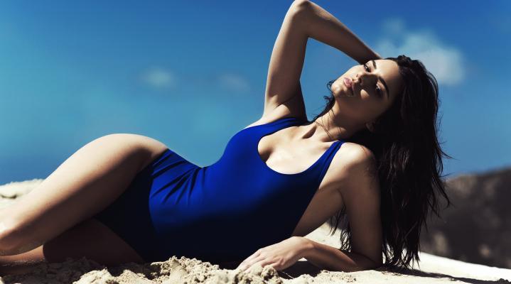 Kendall Jenner Swimsuit 4K Wallpaper 2566